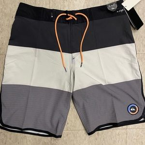 NWT quicksilver boardshorts size 31
